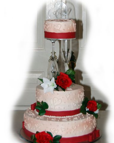 Hearts and Roses Wedding Cake